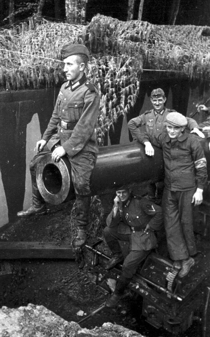 Prajurit Prajurit Jerman Mengelilingi Sebuah Meriam Howitzer Berat Prancis Dari Jenis Saint Chamond Model Mm Beberapa Dari Howitzer Ini