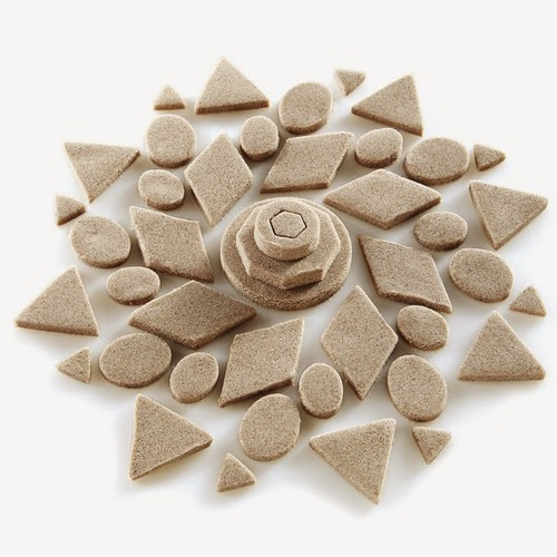 06-Wet-Sand-&-Play-Doh-98%-Sand-&-2%-Polymer-Brookstone-soft-Stretchy-non-Stick-www-designstack-co