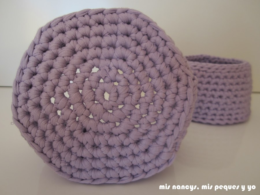 mis nancys, mis peques y yo, cestas redondas de trapillo con fundas de tela, detalle de la base