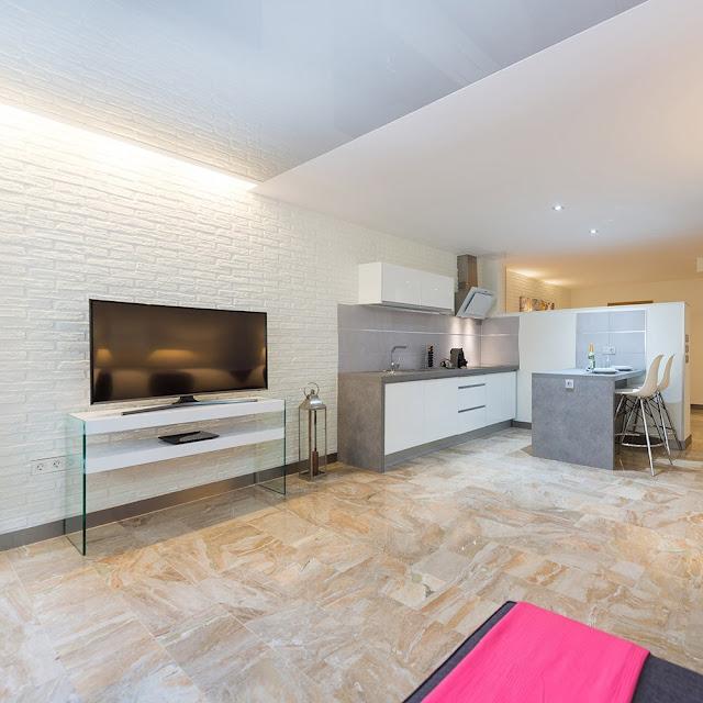 Nuestro panel decorativo Ladrillo Rústico XL Blanco reproduce con una gran calidad las piedras de ladrillo blanco. Imita a la perfección el ladrillo rústico ofrece una amplia gama de acabados en cuanto a colores y posibilidad de junta blanca.