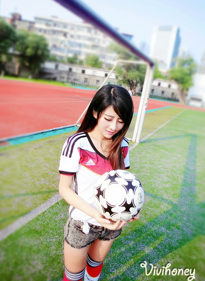 3 Xia Xiaowei - 2014 World Cup football baby - very cute asian girl-girlcute4u.blogspot.com