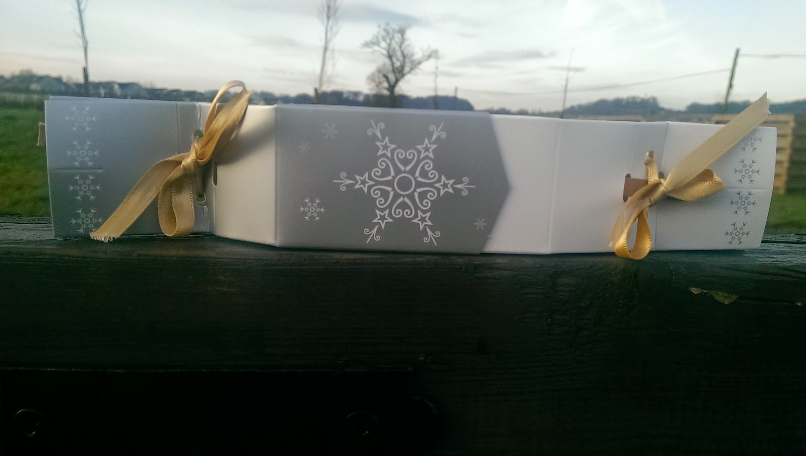 Keep This Design Gift Box Cracker