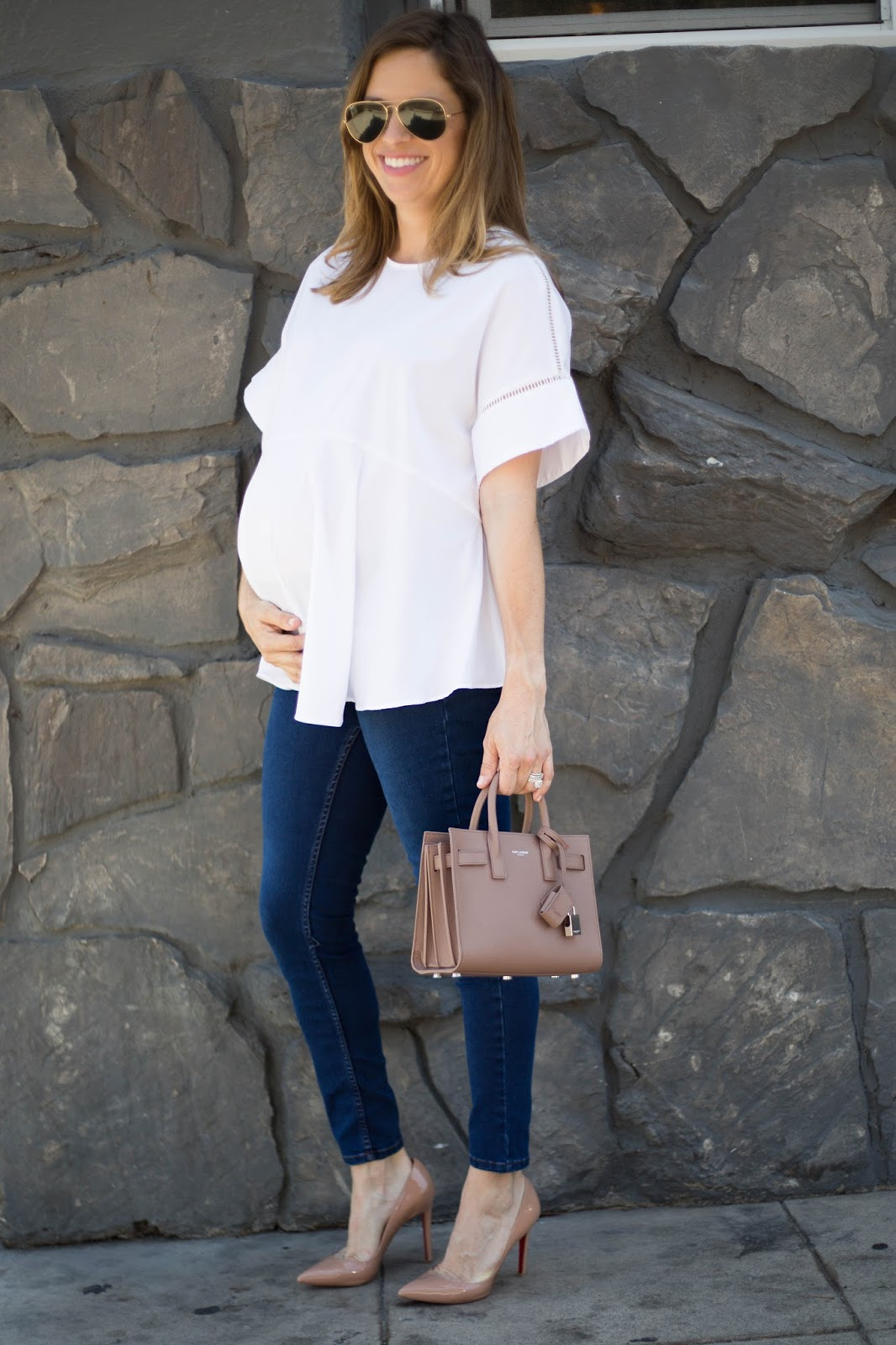 simple maternity street style