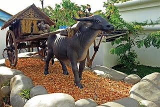 Patung Kerbau Hotel D'OX Ville Padang Sumatra Barat