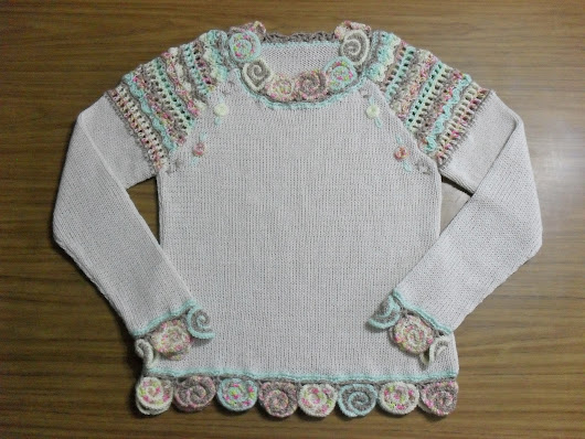 Sweater con espirales (base crudo y colores claros)