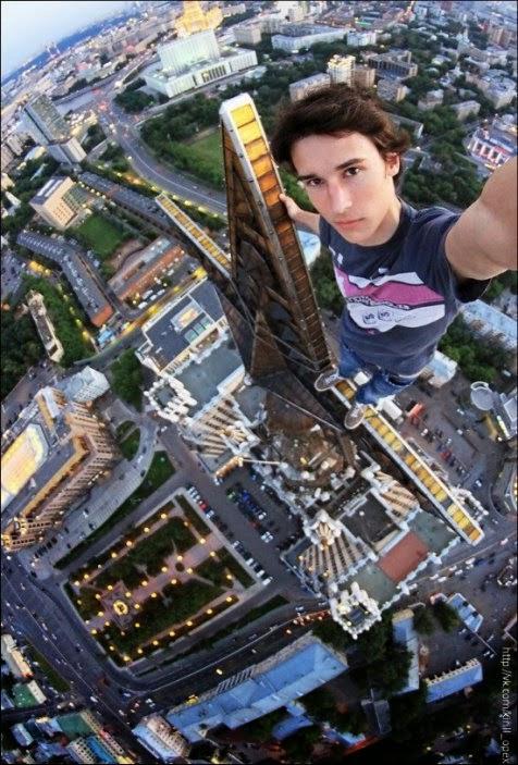 Foto-Foto Selfie Paling Ekstrim dan Berbahaya di Dunia