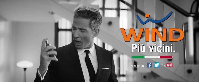 Pubblicità Fiorello di Wind con spot tipo Profumo - Video YouTube 2017