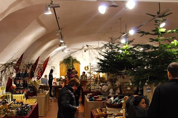 Raum der Weihnachtsausstellung Schloss Kornberg