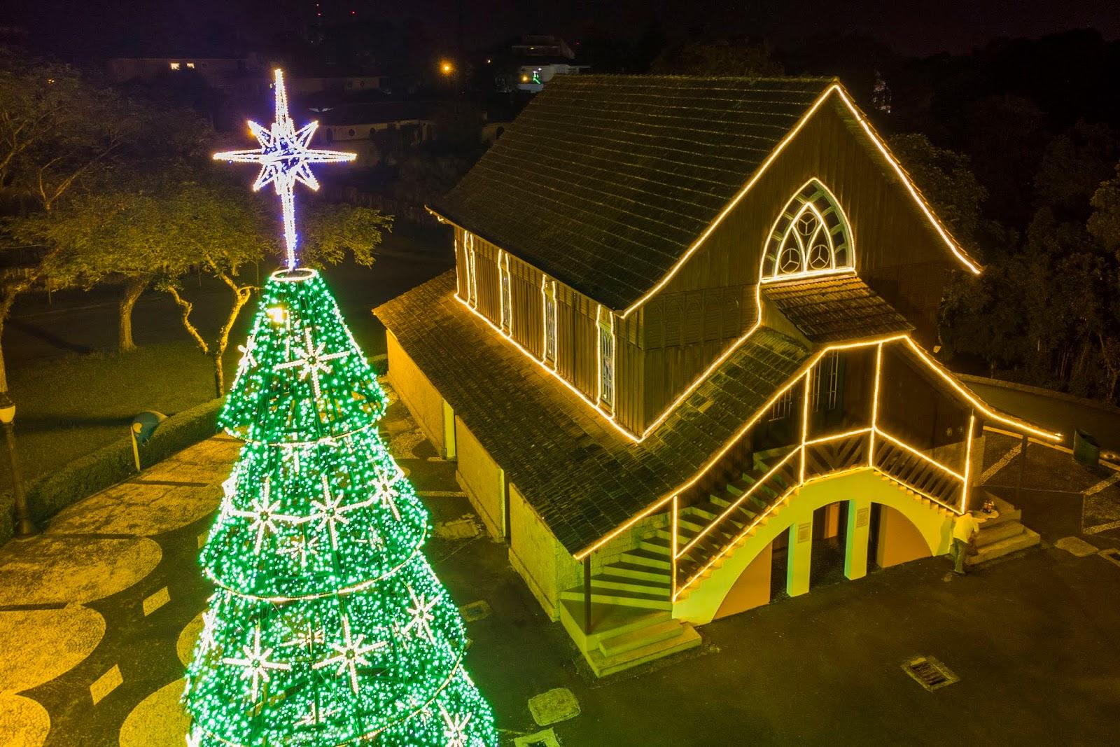 Árvores de Natal: veja onde admirar a decoração de Curitiba