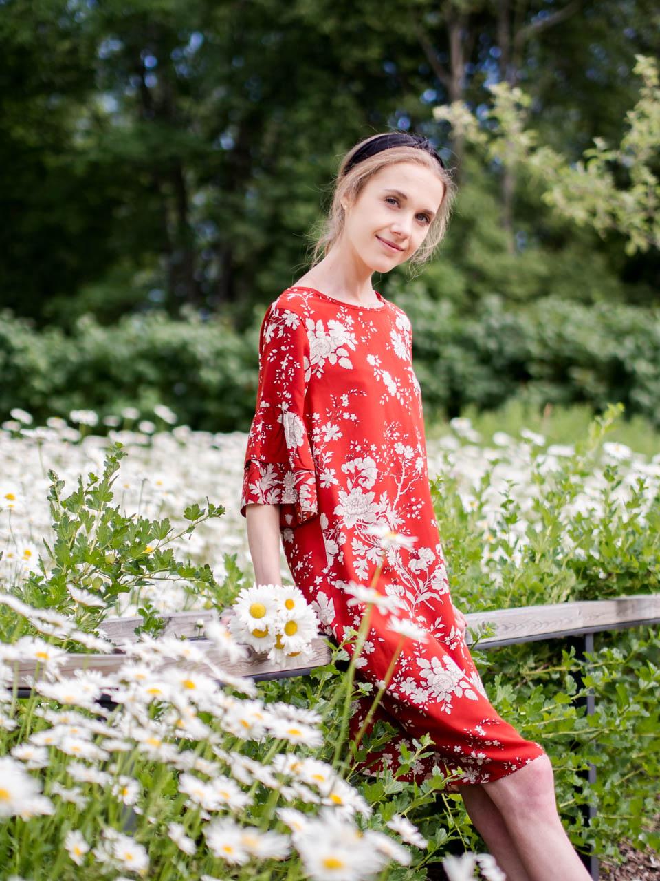 how-fashion-reflects-the-society-summer-outfit-blogger-muoti-yhteiskunta-kukka-mekko-kesä-bloggaaja