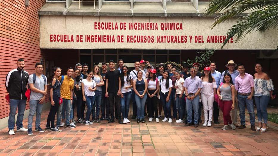 Bienvenida De Estudiantes De Primer Semestre En Ingeniería