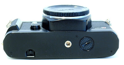 Yashica FX-3 Super 2000, Bottom
