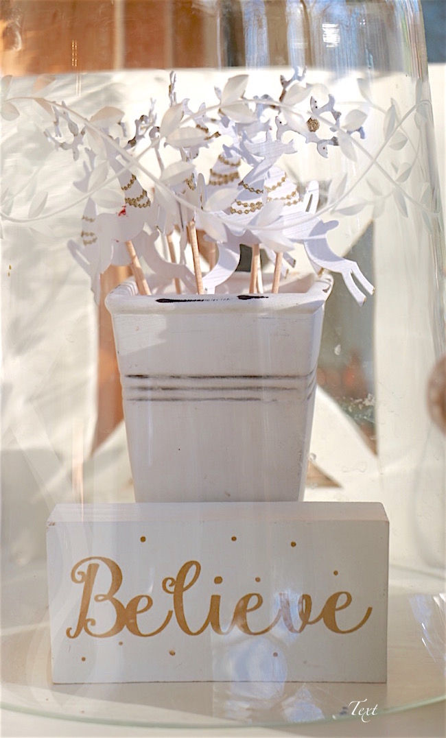 believe-wood-block-with-white-reindeer-cupcake-picks