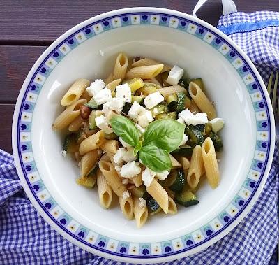 honest cooking Penne integrali con zucchine, quartirolo e noci di macadamia