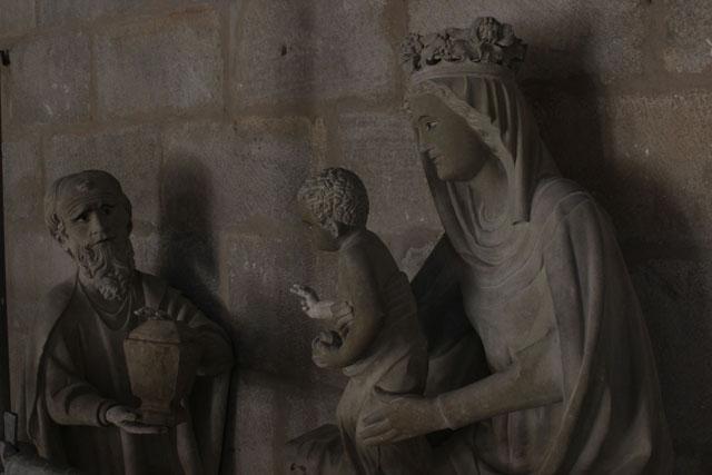 Grupo escultórico de la Epifanía, en el claustro de la catedral de Pamplona