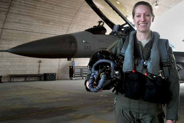 USAF F-16 female pilot instructor