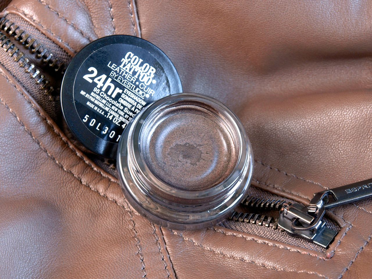 """Maybelline Eye Studio Color Tattoo Leather Cream Gel Shadow in """"Chocolate Suede"""": Review and Swatches"""