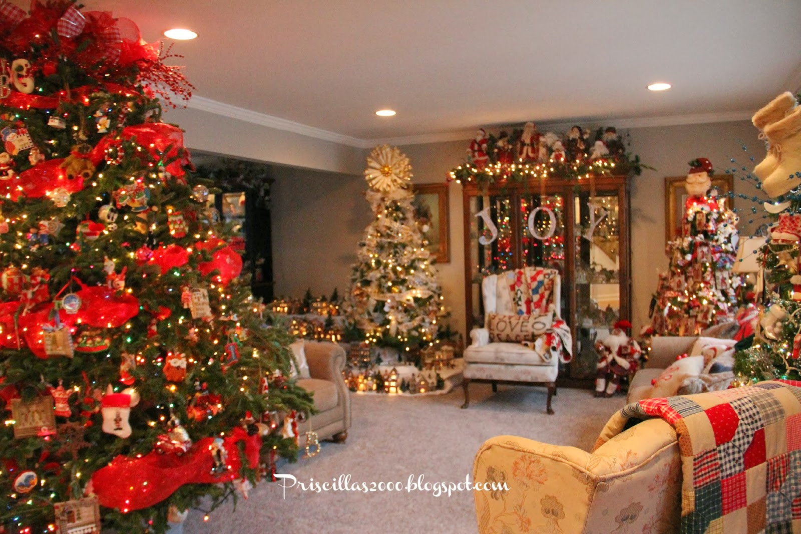 Priscillas christmas living room 2013 - Christmas tree in living room ...