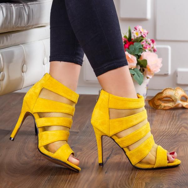 Sandale de zi cu barete late galbene elegante