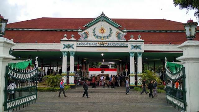 Jalan ke Wisata Sejarah, Kraton Jogja