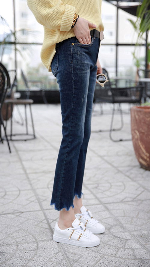 Cropped Scalloped Hem Jeans