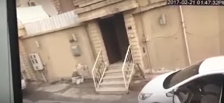 شاهد بالفيديو  لصين بعدما ضبطهما متلبسان بسرقة