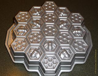 honeycomb cake pan image