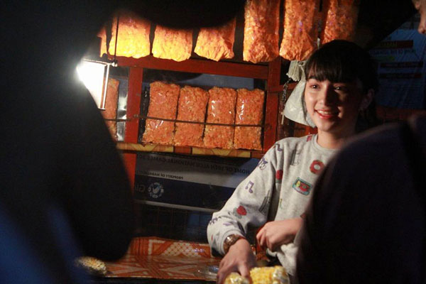 Gadis Cantik Penjual Popcorn