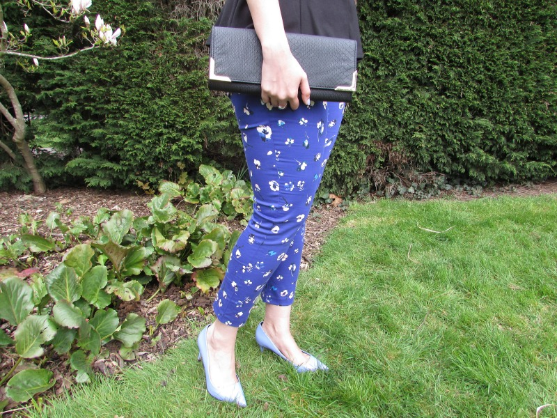 Floral print on trousers