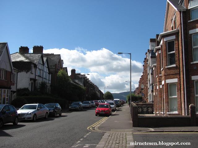 Белфаст - тихая улочка с отелями и хостелами