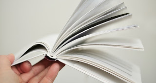 Folhear e ler trechos de um livro