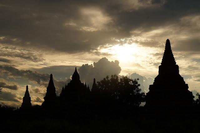 Menikmati sore di Kota Tua Bagan