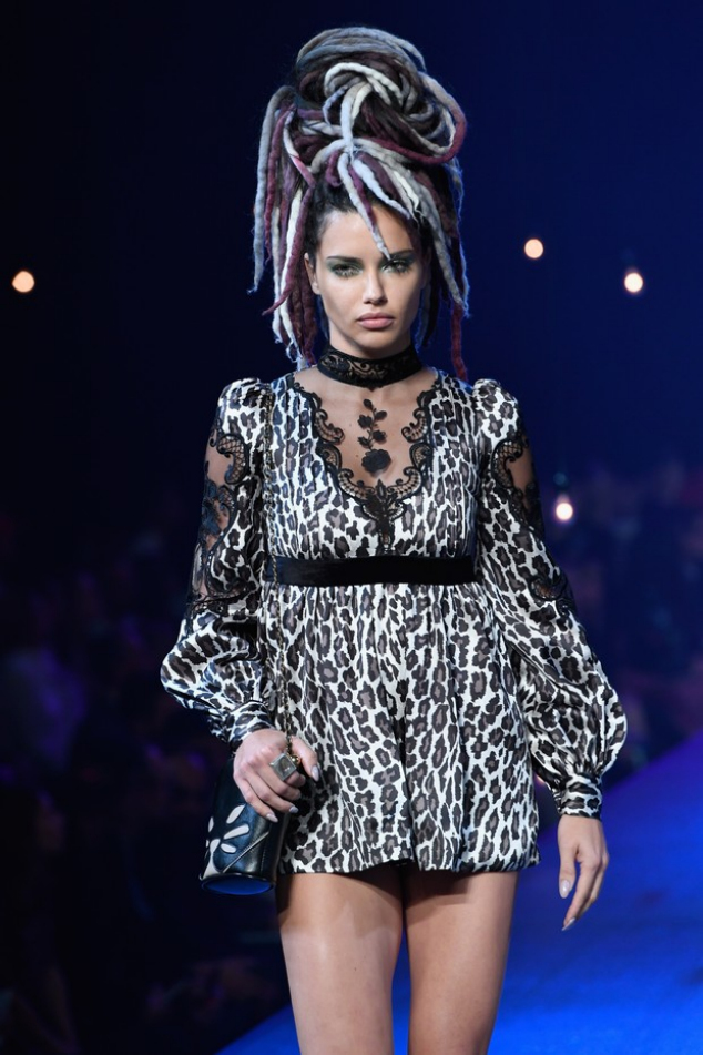 Adriana Lima in MArc Jacobs fashion show