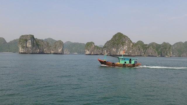 Barca en la Bahía de Lan Ha