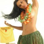 Andrea Rincon, Selena Spice Galeria 13: Hawaiana Camiseta Amarilla Foto 64