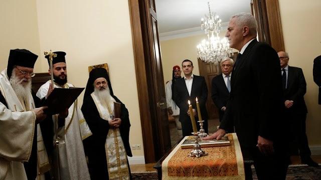 Ορκίστηκε  ο Ευάγγελος Αποστολάκης ως νέος υπουργός Εθνικής Άμυνας