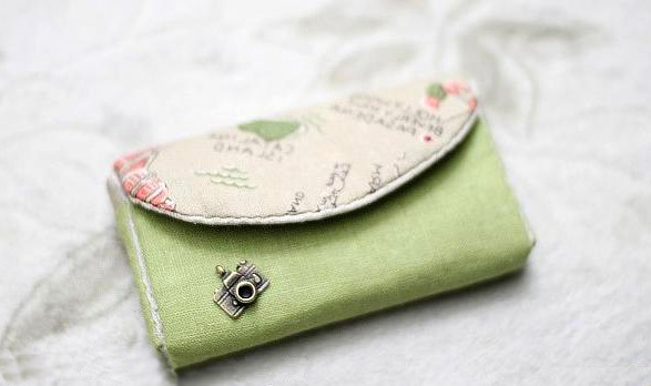 How to sew a simple purse.