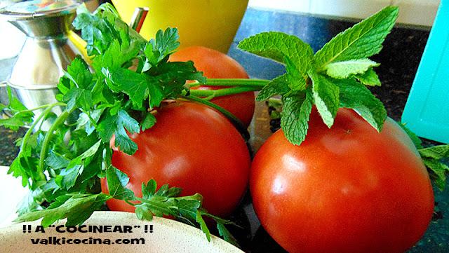 Ensaladas y guarniciones sencillas con tomate