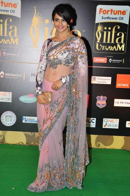 Rakul Preet posted on Twitter At IIFAUtsavam in sidtytler Maithilikabre  abyanandita lovepink fashion NeerajaKona