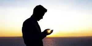 5 Ciri-Ciri Orang yang Beriman Menurut Al-Qur'an