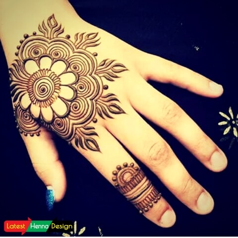 Latest Henna designs: pure henna designs for backhand, easy to copy.