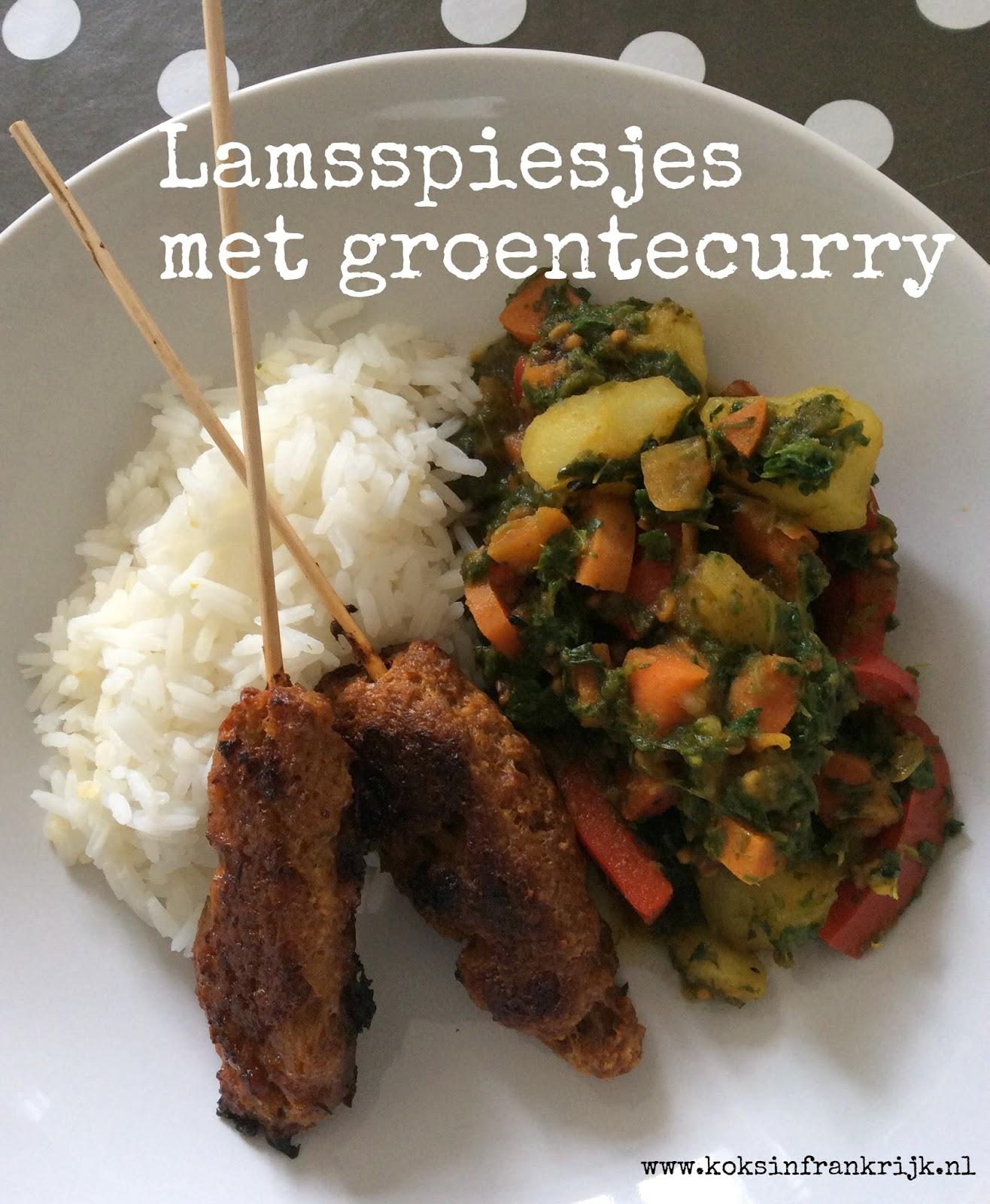 Pittig gekruide lamsspiesjes met groentecurry