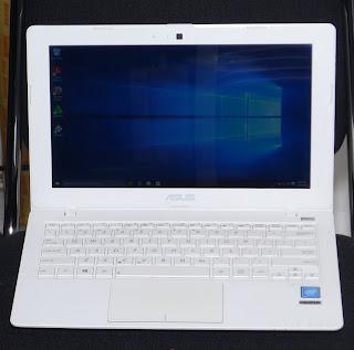 Laptop ASUS X200M 11.6 Inchi Second