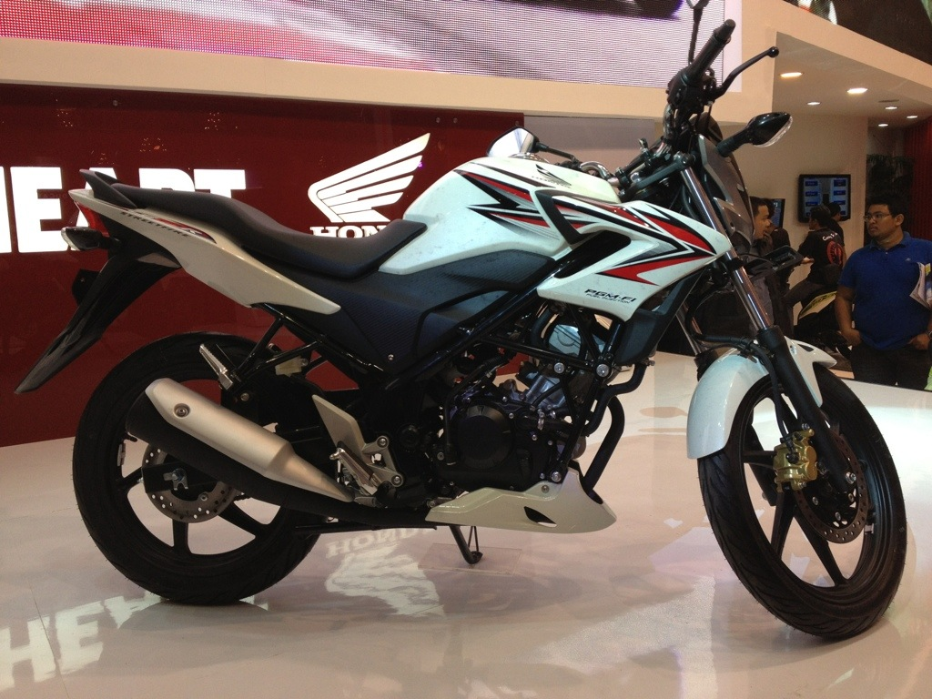 Download 85 Modifikasi Motor Cb150r Streetfire Terbaru Dan