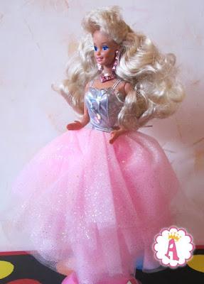 Кукла барби с кристаллами  в глазах в пышном платье