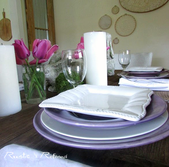 Simple table decorations to welcome family to the dinner table.