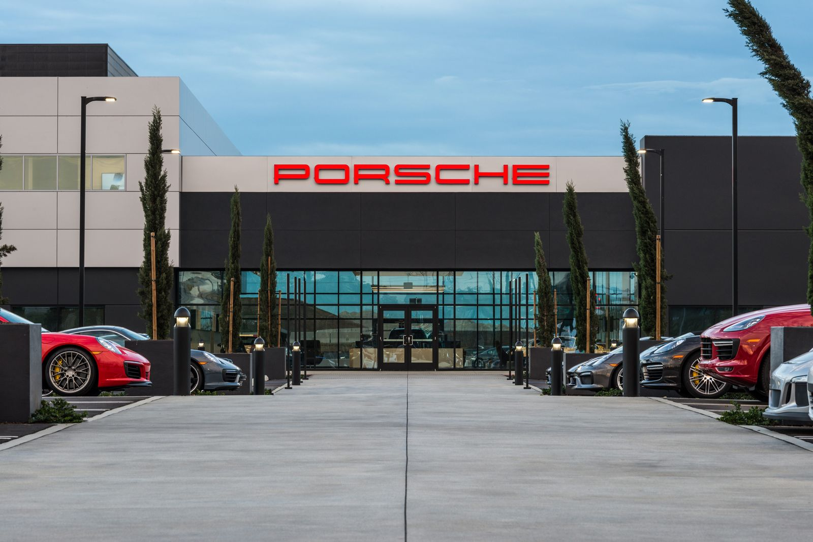 porsche opens 60 million experience center with 4 mile track in california. Black Bedroom Furniture Sets. Home Design Ideas