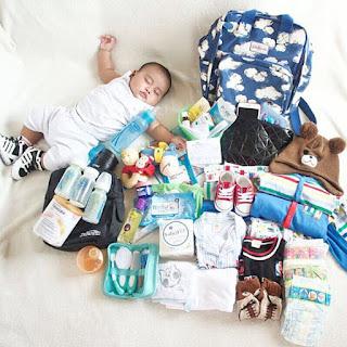Banyaknya barang baby nak kena packing. Macam nak pindah rumah!