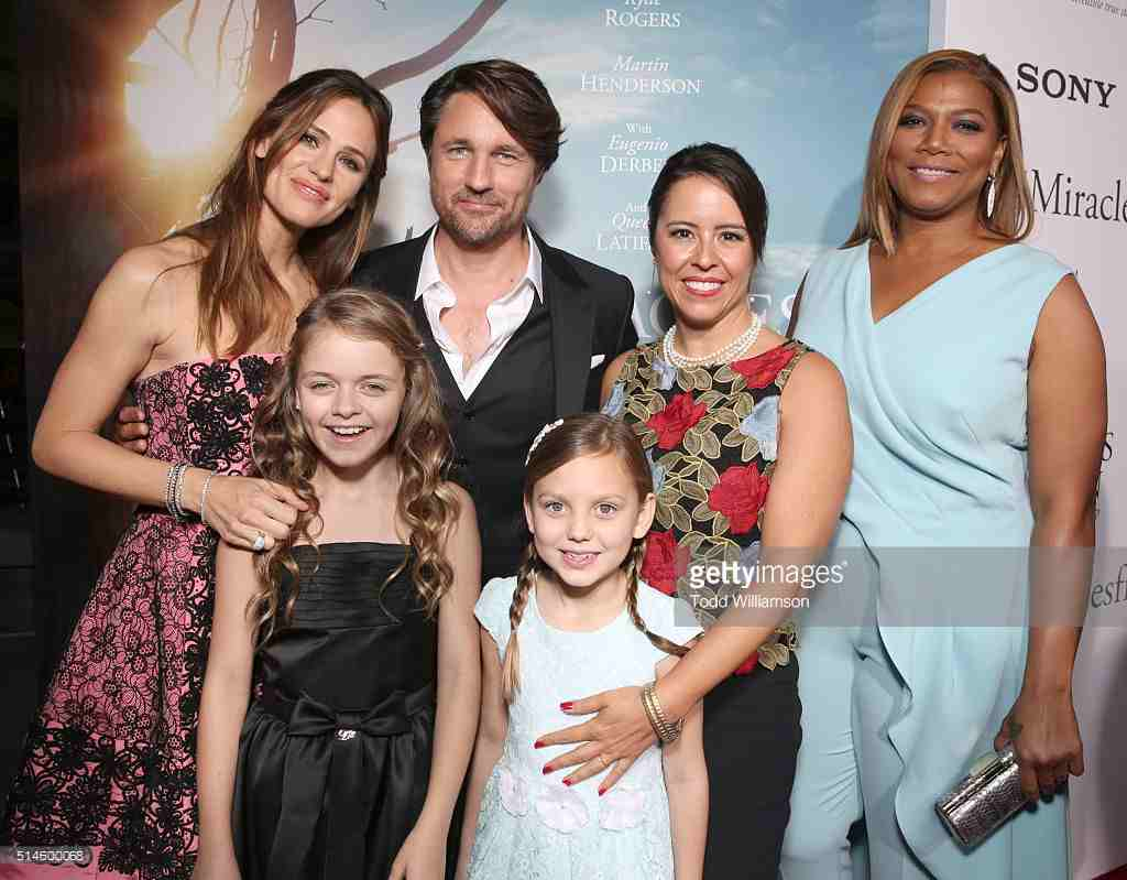 MIRACLES FROM HEAVEN(2015):A tearjerker that will give you