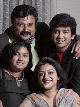 Jayaram with children and wife Parvathy